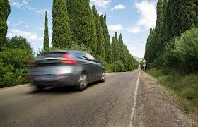 बिना ड्राइवर के तेजी से ट्रक की तरफ आ रही थी कार और फिर जो हुआ….. देखें विडियो