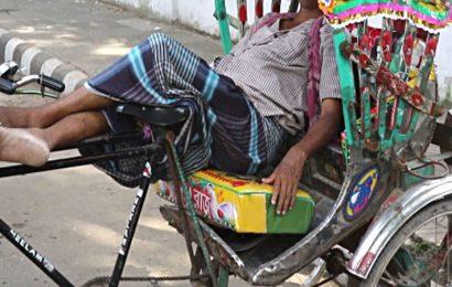 लखनऊ के हजरतगंज में एक शख्स ने रिक्शा चालक को हाॅकी से पीटा, गंभीर रूप से घायल