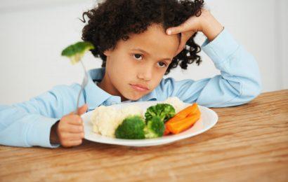 अगर आप अपने बच्चे को जबरदस्ती खाना खिलाते हैं तो हो सकता है ये नुकसान
